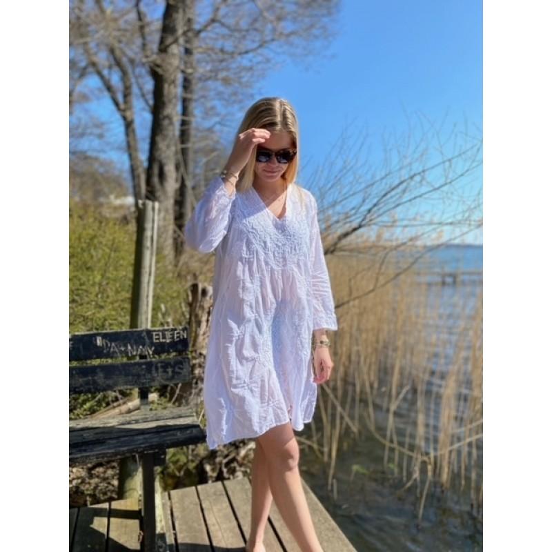 MiddyGoa White Dress