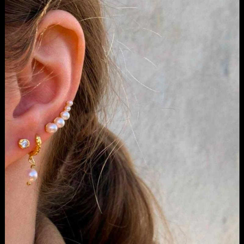 Pearl croissant earrings - HULTQUIST