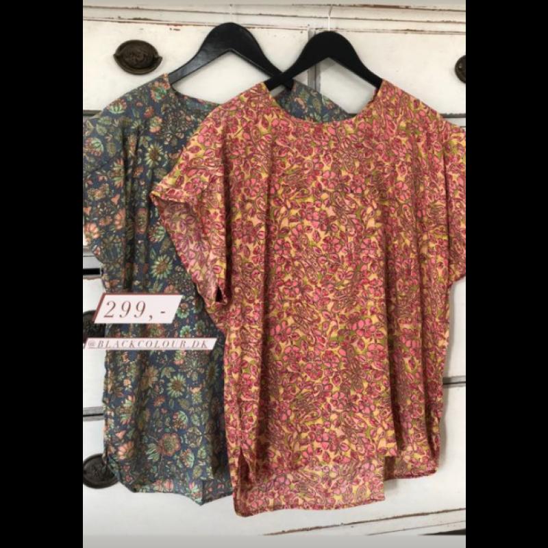 Luna s/s Blouse - Golden Coral Black Colour